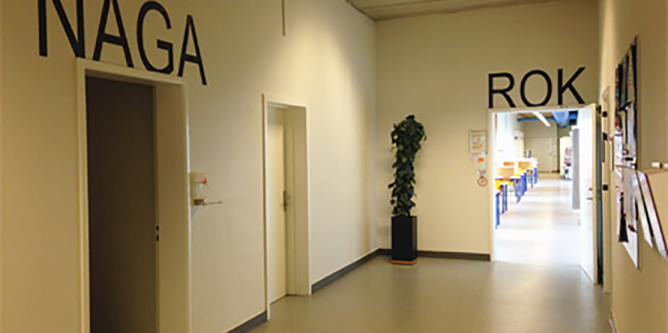 1. sal til venstre